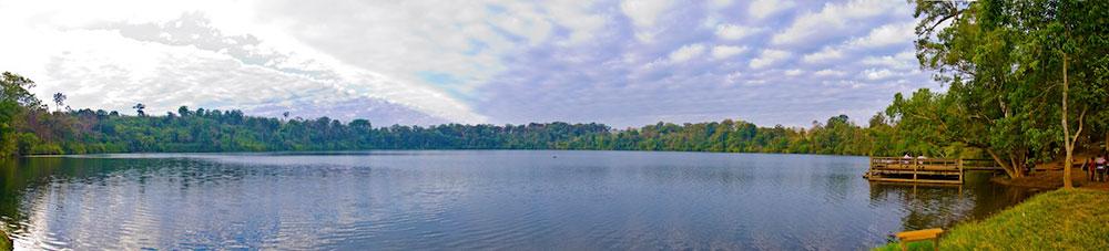 Yak_Loum_Lake_Panorama