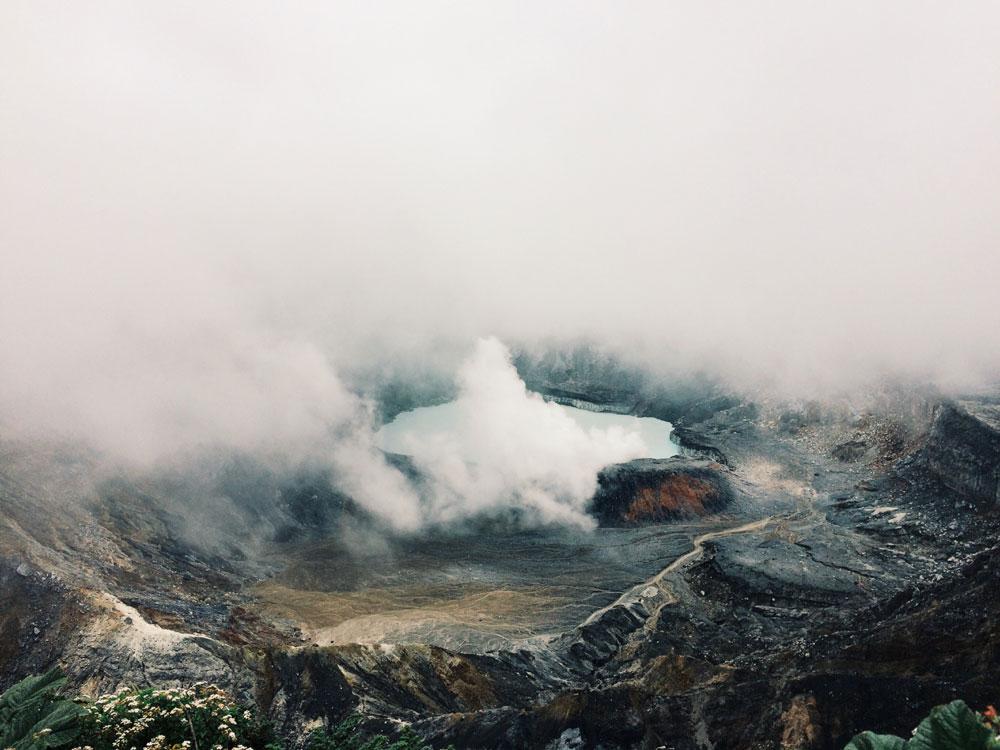 caldera-volcan-poas