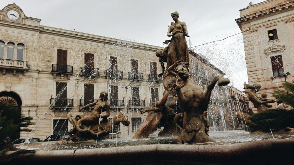 fontana-artemide--Ortigia