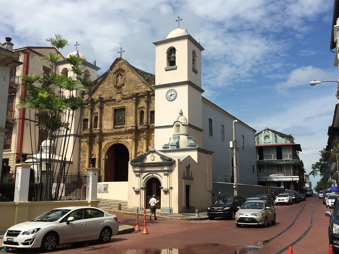 Panama City è un vortice di contrasti e disorienta il turista passo dopo  passo  i quartieri finanziari a1359ce8c6ce