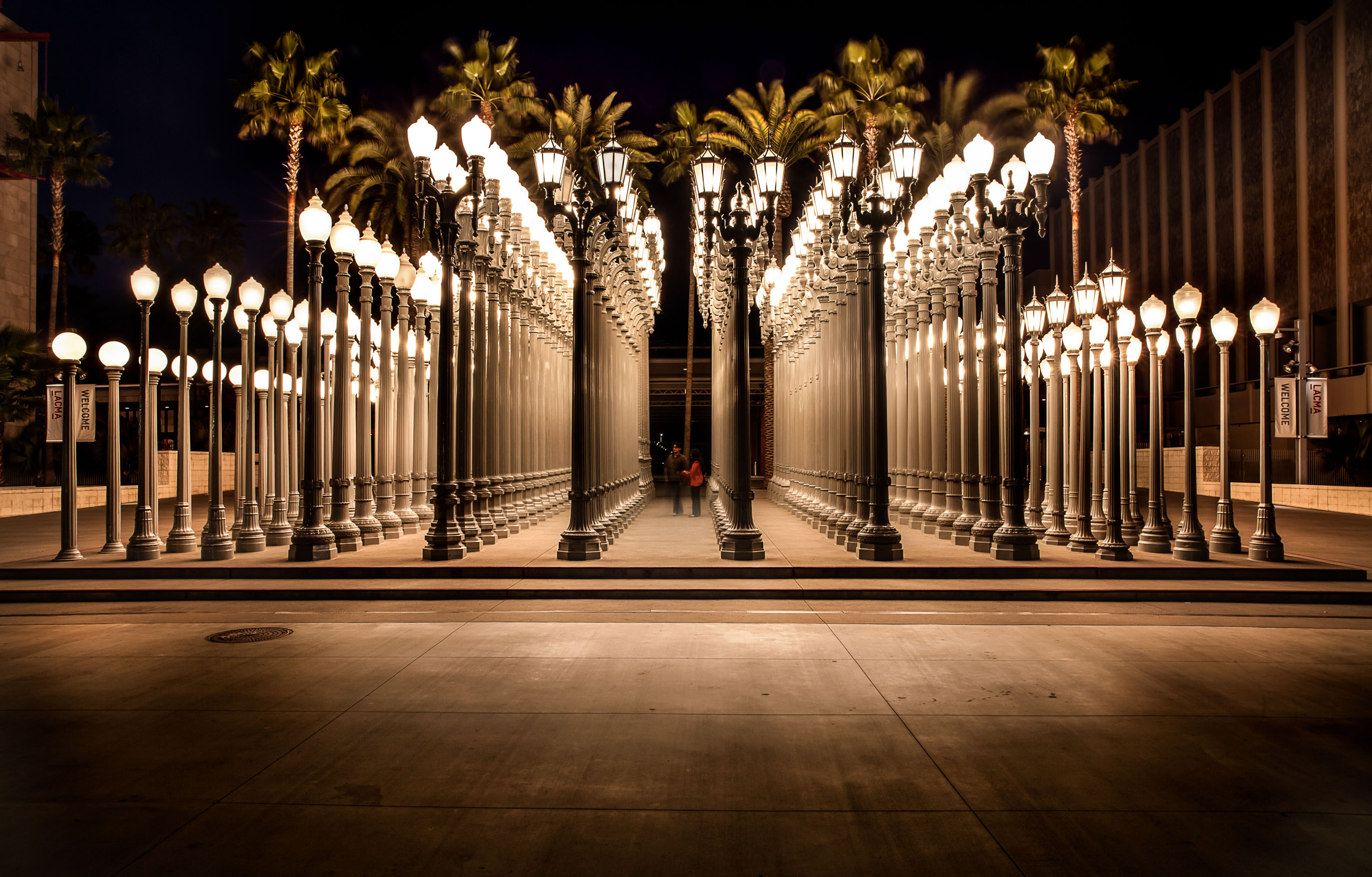 E0EY75 Urban Light by Chris Burden, Los Angeles County Museum of Art on Wilshire Boulevard.. Image shot 2013. Exact date unknown.