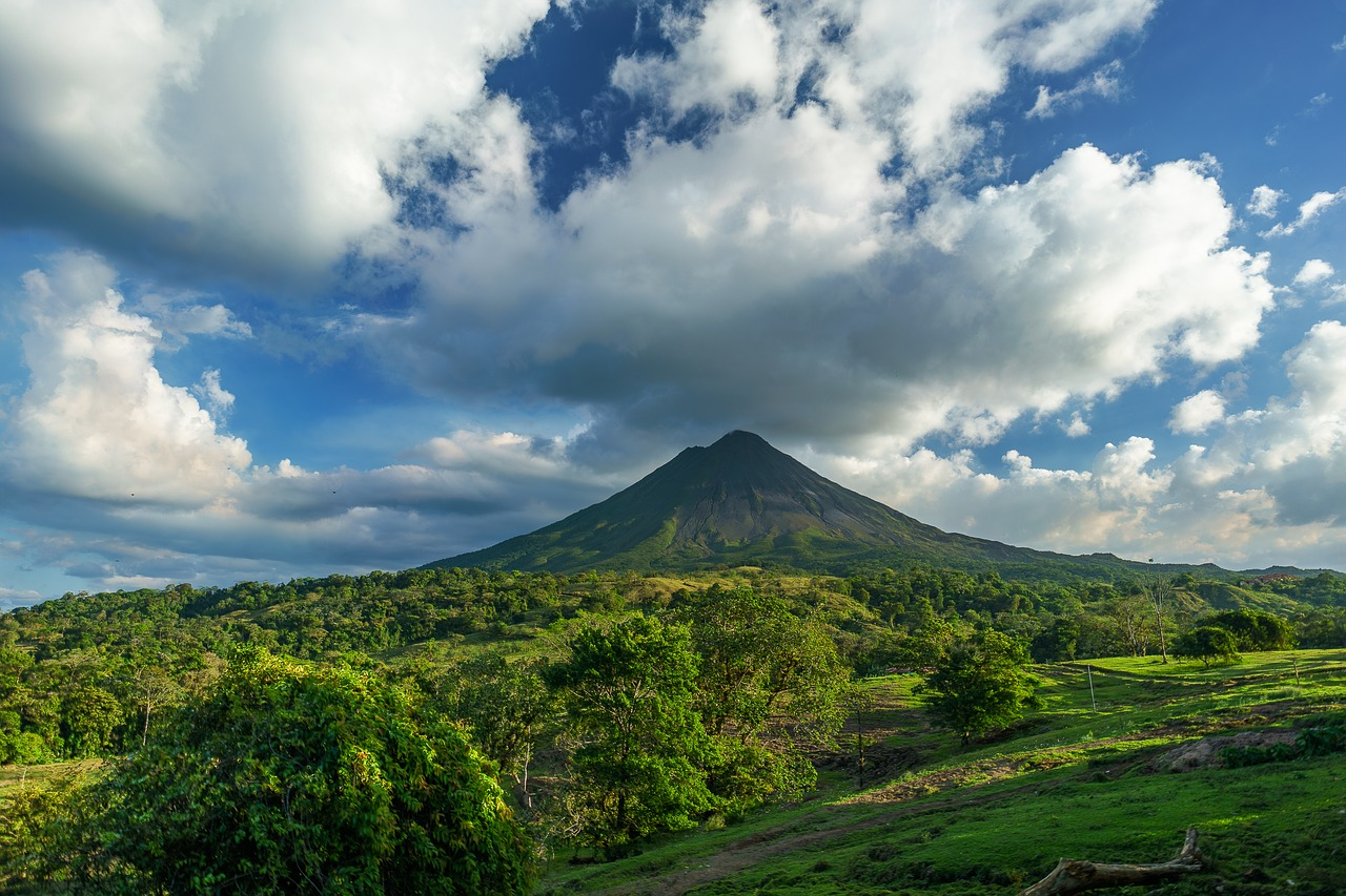 volcano-2355772_1280